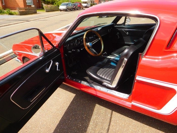 Candyapple red Ford Mustang 1966 fastback standard black interior #703