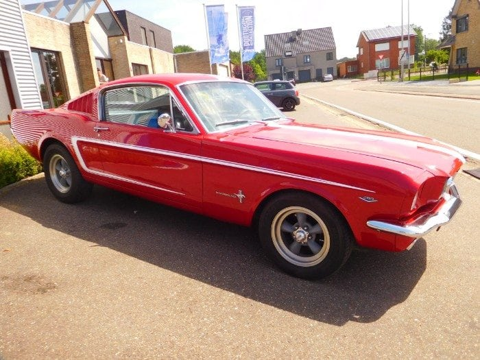 Candyapple red Ford Mustang 1966 fastback #703