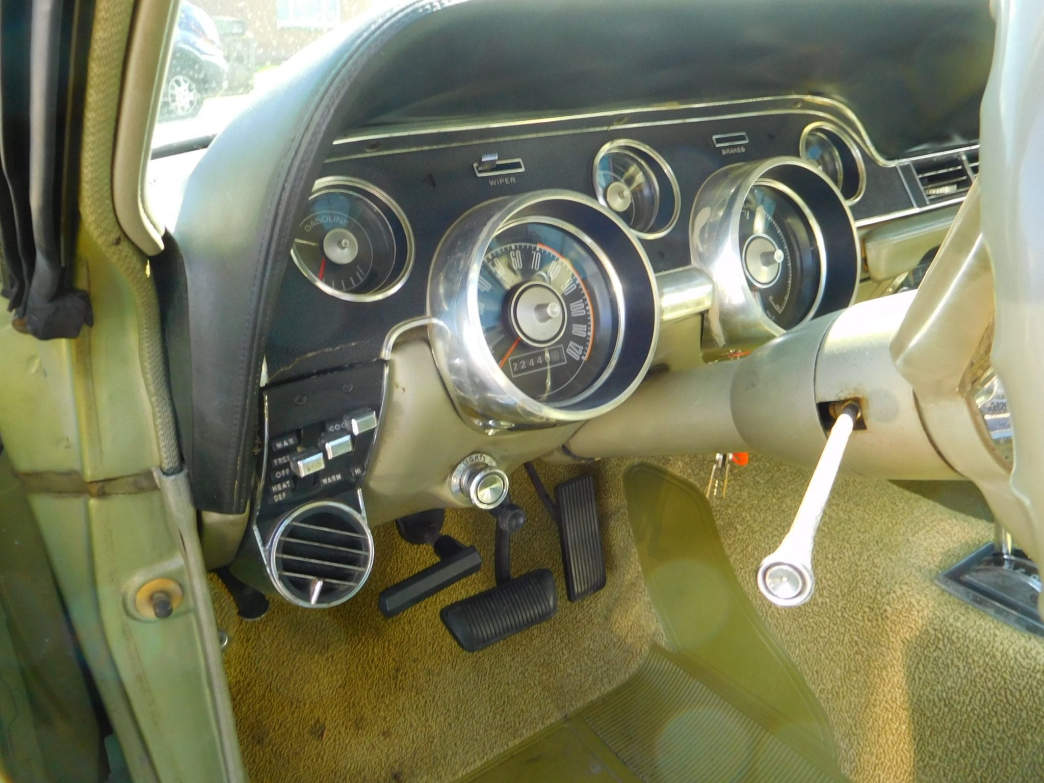 Lime gold green Ford Mustang 1967 coupe standard green interior #705
