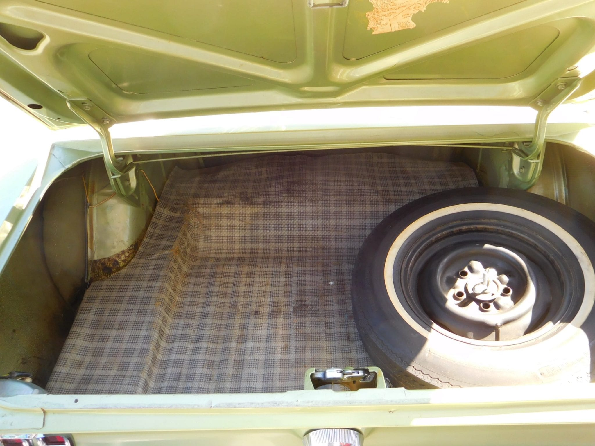 Lime gold green Ford Mustang 1967 coupe trunk #705