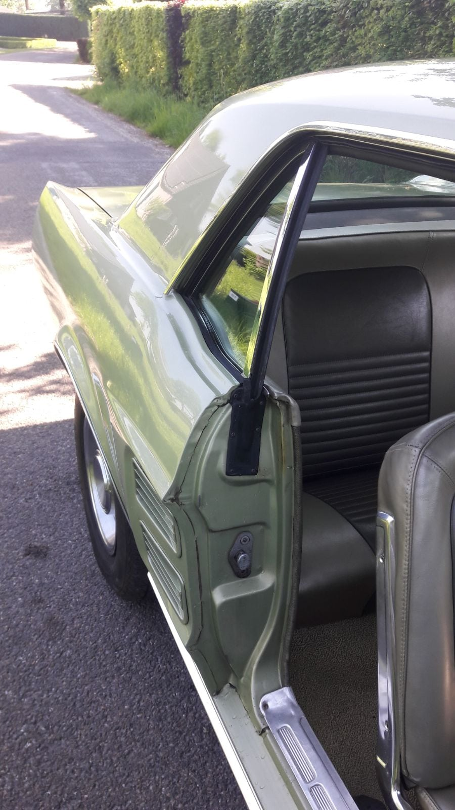 Lime gold green Ford Mustang 1967 coupe #705