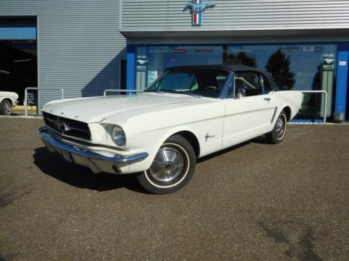 Wimbledon white Ford Mustang convertible 1965